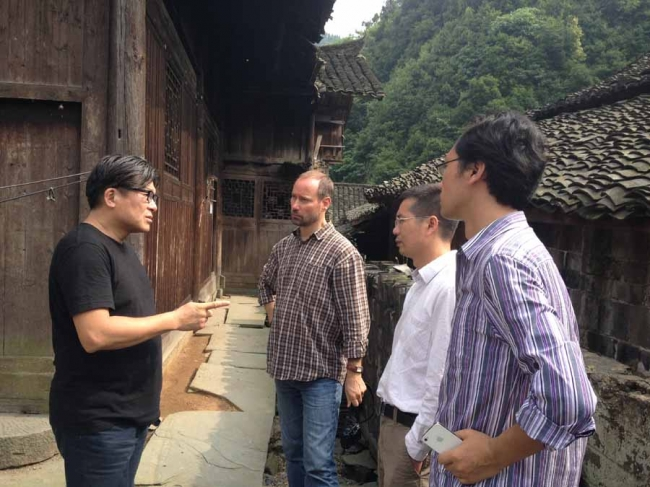 Ron在湖南怀化五宝田古村考察,2013年6月2日 Ron was taking an on-site visit at Wubaotian Acient Village, Huaihua County, Hunan Province, China